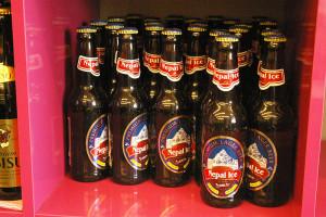 ヱビスビールの横に、ネパールのビールが!「インドより、元々ネパールですか」と聞くと、「そうです」と!横浜高田「エビン」で4年前から勤務、3年間お店をやっていました、とのこと