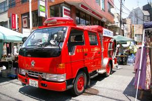 安心・安全が街をつなぐ!港北消防団の消防車も「緊急出動」。消防服に着替えて乗車できたり、塗り絵スペースで一休みできたりと、子どもたちからの人気を集めていた