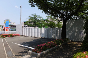 5月から既にNRI野村総研や損保ジャパン日本興亜の建物へ続く道は封鎖されている