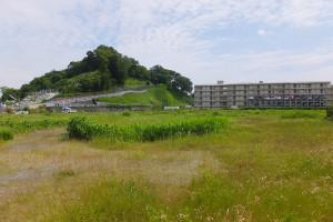 JR東日本が再開発を予定する北加瀬2丁目の敷地、後方には建替えられた社宅が見える