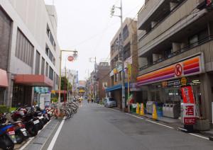 サンロードの日吉東急出入口(左側)近くにあるサークルK