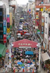 梅雨明け前の日吉は、フリーマーケット日和のやや涼しい気候。2回目らしい穏やかな時間が日吉中央通りに流れていました。(撮影協力:日吉東急TERME)