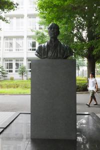 日吉キャンパスの福沢諭吉像