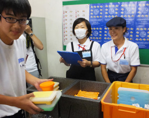 荏田南中学校では初日にハマ弁を注文したのは11人だけだったが、クラスでは注目を集めたという
