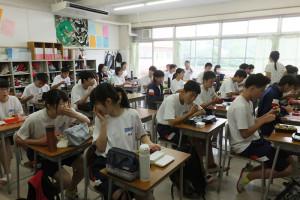 荏田南中学校3年生の昼食風景