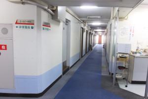 日吉台学生ハイツ時代の館内。当時はワンルームタイプ920部屋があったが、伊藤忠の新寮では361室となる