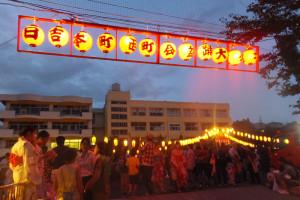 駒林小学校での盆踊り大会は、初日からすごい人出で各夜店には長蛇の列ができていました