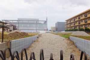 アップルとエネルギセンターの建物がほぼ完成した綱島SSTの裏手の土地では、住宅分譲工事を行うかのような雰囲気も