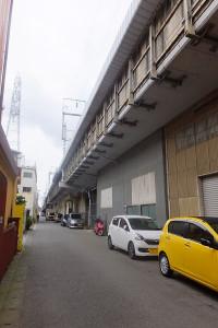 日吉や綱島では新幹線の高架下をさまざまな形で活用している場所も多い