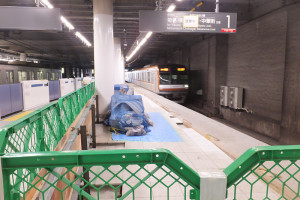 日吉駅ではホーム位置が移動するなどの影響も(2016年8月)