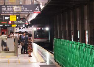 すでに東横線側にも渋谷寄りに新しいホームがほぼ完成している(9月15日)