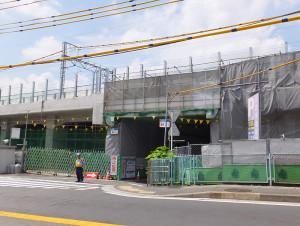 日吉駅工区では、綱島街道と箕輪町3丁目を結ぶ箕輪町1丁目の道路(日吉駅最寄)が11月にも封鎖される予定