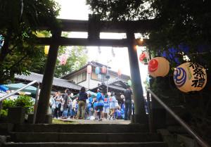 8日(土)・9日(日)ともに午前中に雨が降るあいにくの天候でしたが、9日昼前には雨が止み、駒林神社では祭りが行われていました