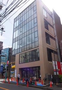 完成が近づいている5階建ての「いぶきビル」(2016年9月28日撮影)