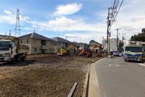 下田町では旧スーパー「サミット」の解体と同時に歩道も消えてしまった(2016年10月)