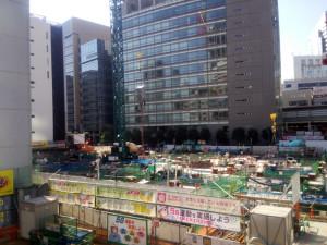 2016年10月の旧渋谷駅付近、真正面に見えるのがコーププラザ。駅は跡形もなくなっている