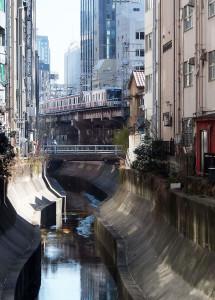 東横線が走っていた頃はどんよりしていた渋谷川は再生される予定(2013年)