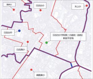 周辺の学校区図、赤が小学校、青が中学校(※クリックで拡大、市配布資料より)
