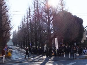 今日は日大高校、慶應義塾高(塾高)にて入学試験が行われています。日吉駅前も受験生や生徒を見送る学習塾関係者であふれていました