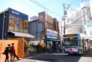 川崎鶴見臨港バスの乗り場近くにオープンしていました