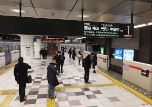 日吉駅の東横線側(右)にもホームドア機器が設置されており、使用開始は2月の予定
