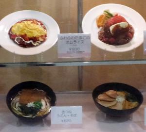 レストランは洋食と麺類のメニューが中心