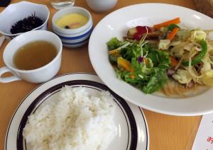 この日の主菜は「野菜炒め」、塩分は控えめだが味はしっかりしている