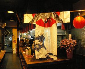 営業時間は17時30分~23時ラストオーダー。火曜休。これまでのメニューも極力残しつつ、寿司店で経験を積んだ店長が魚介も振る舞う予定とのことです