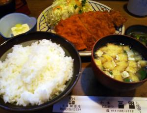 ランチのとんかつ定食は750円、ご飯のおかわりも自由