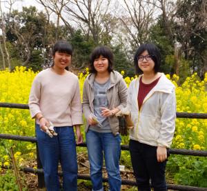 玉川大学農学部の難波梨菜さん(左)、石井光生さん(中)、武部絵里香さん(右)