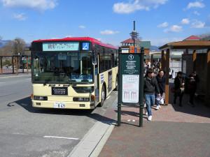 御殿場駅や御殿場インターチェンジ方面へは日中15分おきに無料シャトルバスが走っており、15分ほどで駅へ行くことができます