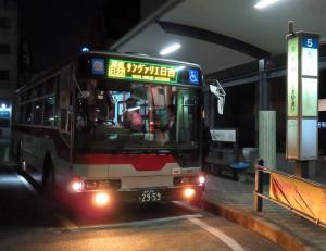 日22系統サンヴァリエ日吉行の深夜バスは平日と土曜日の23時20分以降に運転されており、運賃は通常の2倍となる