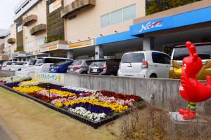 トレッサ横浜「とれおんガーデン」も初登場。地域の3団体が花壇づくりを行っている