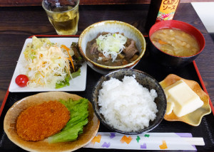 もつ煮込み定食は税込650円とリーゾナブル。しっかりとした味わいのお店