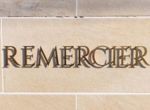 店名の「ルメルシエ」は、フランス語で「感謝する」という意味。パティシエの三本(みもと)さんは一流店での修業を重ね、ここ日吉で新たに初めての独立開業をすることとなった