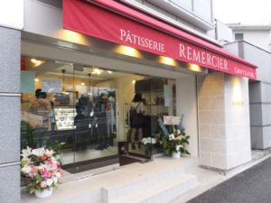 「ルメルシエ」無事オープンしていました。平日の日中というのに、たくさんの来店客で賑わっていました。(15時30分頃撮影)