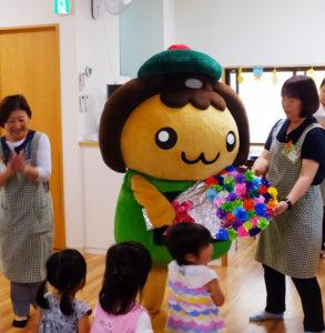 2011年5月22日生まれの高田地区キャラクター「たかたん」は今年で6歳を迎え、誕生会が「たかたんのおうち」で開催された