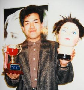株式会社アイ・ビー・シー(現シーループユナイテッド)グループ内でのコンテストで2位を受賞した経験を持つ内田敏夫さん(写真:1990年当時・内田さん提供)