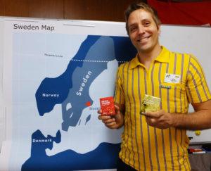 ミカエル副店長によるスウェーデンの紹介コーナーも。イケア製のスウェーデン産「リンゴンベリー(こけもも)」「エルダーフラワー」の2種類のドリンクも差し入れされた
