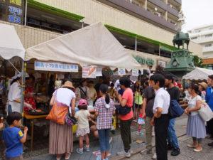 綱島小学校70周年の記念事業もPR!綱島小学校PTAのテントにも長い列が出来ていました