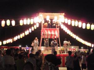 駒林小学校での「盆踊り大会」も大盛況でした(7月22日20時頃)
