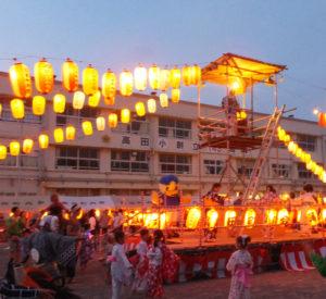 高田小学校で開催された高田町内会の納涼盆踊り大会には横浜F・マリノスのマリノスケが登場!(リンクはマリノスケが踊る様子の動画:マリノスケのツイッターより)踊りを楽しみました(7月22日19時頃)