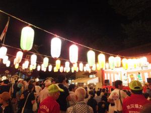 一人ひとりが去りゆく夏を惜しみ、祭りの場を想い想いに楽しんでいるように感じられました
