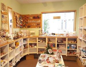 手作り雑貨のレンタルボックスショップとして輝きを放つM工房に置かれたハンドメイド作品は、買い手にも人気(M工房提供)