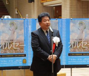 田村隆校長が「ぜひ、世界的名画を堪能(たんのう)いただければ」とあいさつ