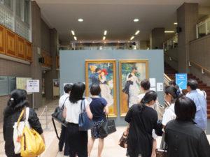 普段はこんなに間近では見れないオルセーミュージアム公認のリマスターアートに多くの来場者が見入っていました
