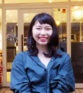 千晶さんは現在は高田在住。「日吉周辺の人はフレンドリーな方が多いですね」。撮影の仕事も多く入ってきており、「地域の皆さんをより美しくするお手伝いをしたい」と夢を語る