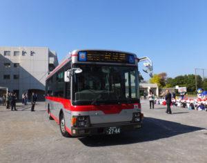 """港北区内の小学校に東急バスが初登場!「はまっ子交通あんぜん教室」での巻き込み、死角といった危険を知るための""""車両実験""""学習が行われた"""