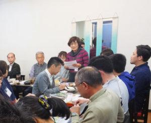 日吉駅前花壇花ポケットでは活動に参加するメンバーを募集中とのこと。会に昨年より協賛している空手道場「一武会」代表の杉澤一郎さん(最右)への感謝の言葉も