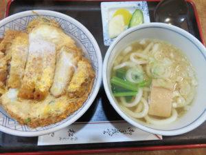 「関西うどん」を提供するきっかけは両親が兵庫県出身だったこと。日吉に来てから、より良い味を提供したいとうどんの手打ちをはじめたという(2017年12月11日撮影)